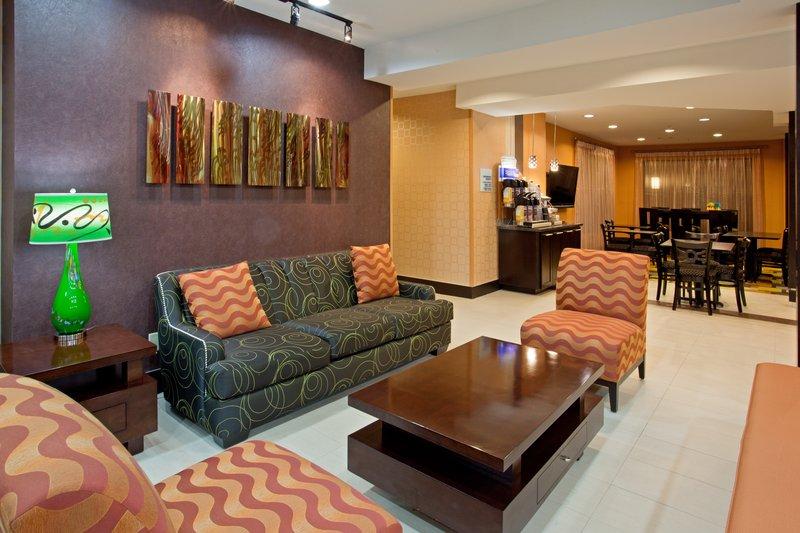 Holiday Inn Express & Suites ARLINGTON (I-20-PARKS MALL) - Arlington, TX