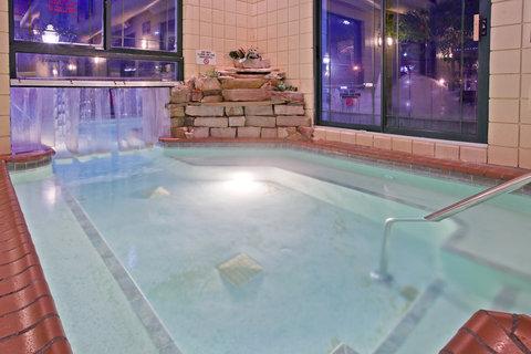 Holiday Inn Express HOLLAND - Whirlpool