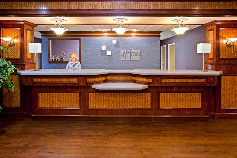Holiday Inn Express HOLLAND - Front Desk