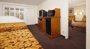 Desert Inn & Suites-Disneyland - Anaheim, CA