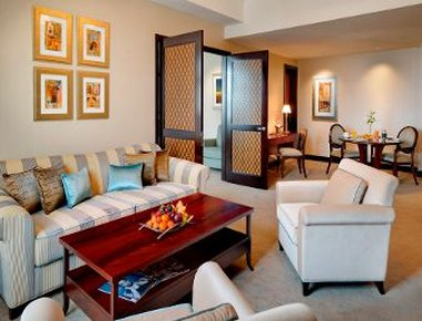فندق رمادا جميرا - Deluxe Suite Living Room