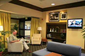 Hampton Inn & Suites West Summerlin - Lobby