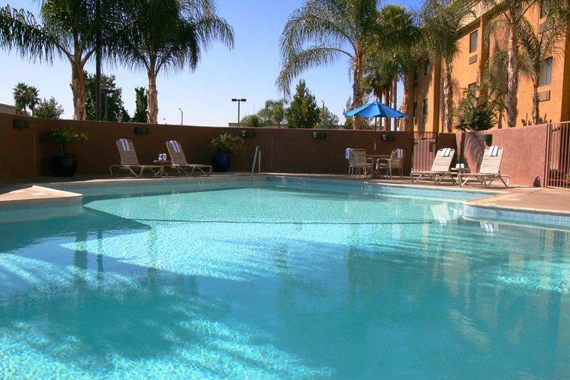 Hampton Inn & Suites Colton/San Bernardino, CA Piscina