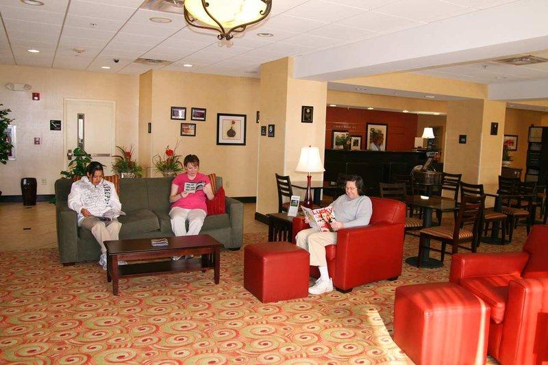 Hampton Inn - Lenoir City, TN