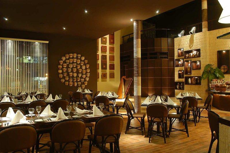 Doubletree El Pardo by Hilton Lima 餐饮设施