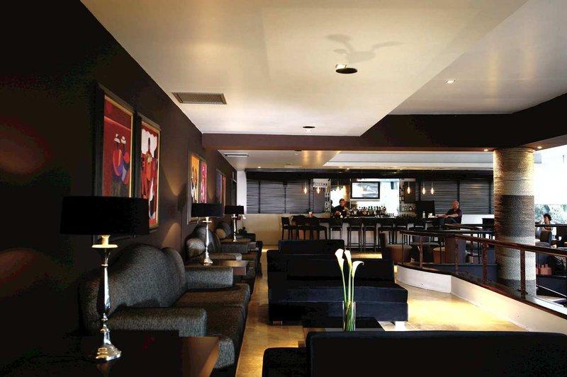 Doubletree El Pardo by Hilton Lima 酒吧/休息厅