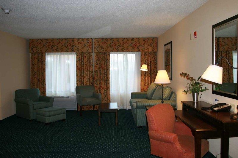 Hampton Inn & Suites Manchester - Manchester, CT