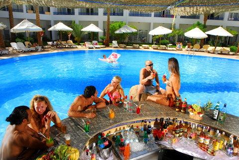 Tropitel Neama Bay Beach Hotel - Pool Bar