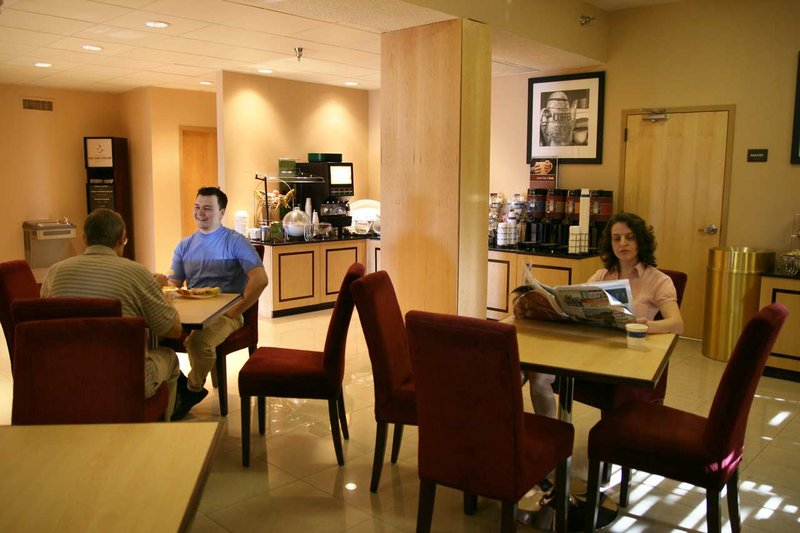 Hampton Inn closest to Universal Orlando Restaurang