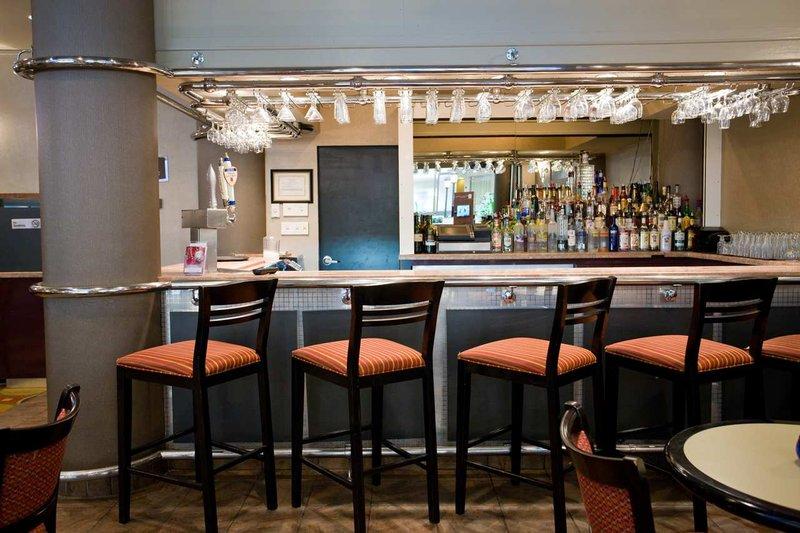 Embassy Suites Secaucus - Meadowlands Ресторанно-буфетное обслуживание