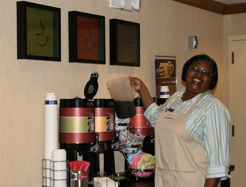 Hampton Inn Memphis - Poplar Gastronomia