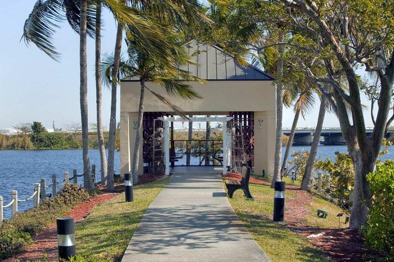 Hilton Miami Airport Exterior view