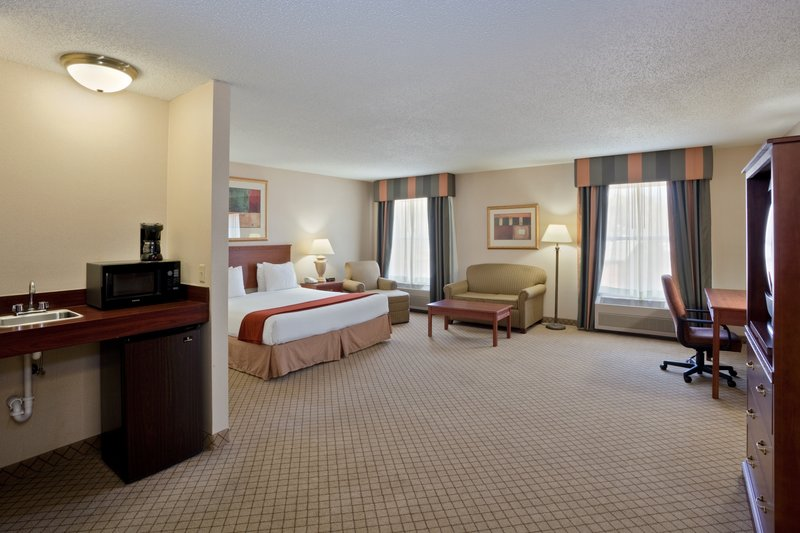 Holiday Inn Express - Dodge City, KS
