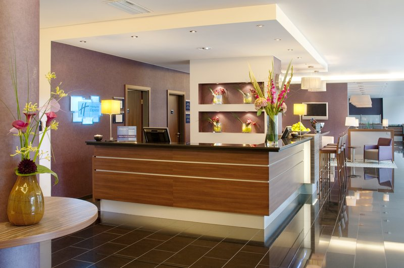 Holiday Inn Express Stuttgart Airport Lobby