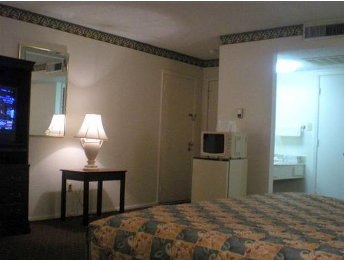 Granbury Inn & Suites - Granbury, TX