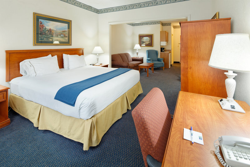 Holiday Inn Express & Suites LANCASTER - Lancaster, OH