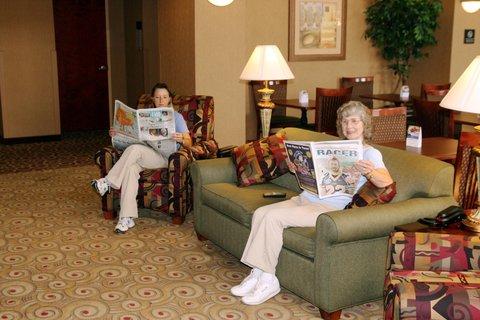 Hampton Inn - Suites Murray - Lobby Sitting Area