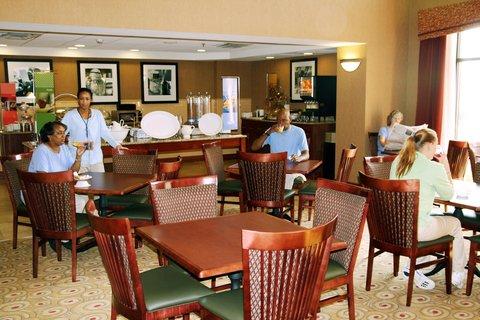 Hampton Inn - Suites Murray - Breakfast Seating Area