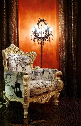 ذه لوكس مانور - Lobby Centerpiece -- Master Q Armchair