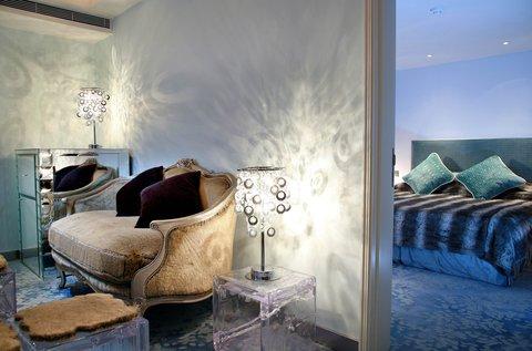 ذه لوكس مانور - Themed Suite -- Nordic  Living - Bed