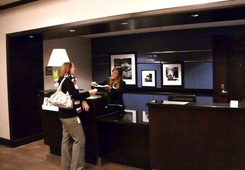 Hampton Inn by Hilton Toronto Airport Corporate Centre - Registration Desk