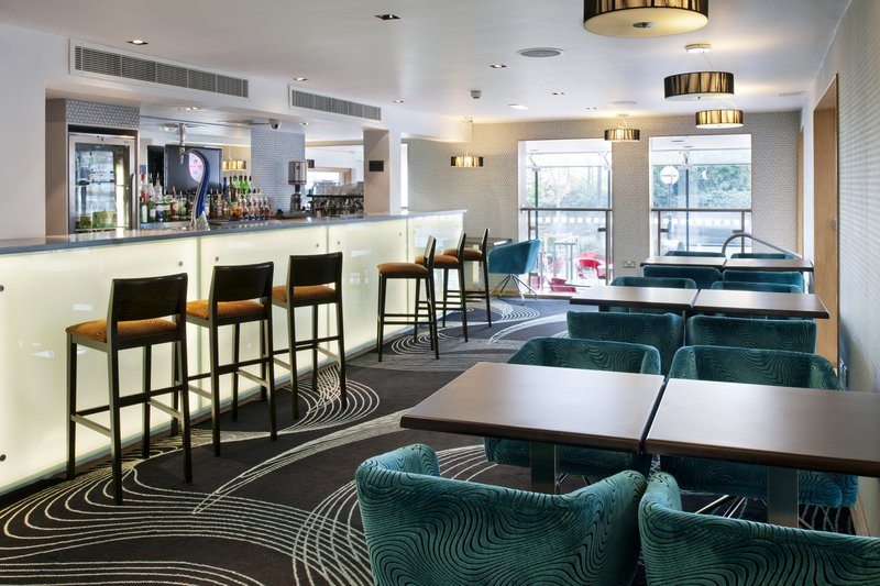 Holiday Inn Newcastle-Jesmond 酒吧/休息厅