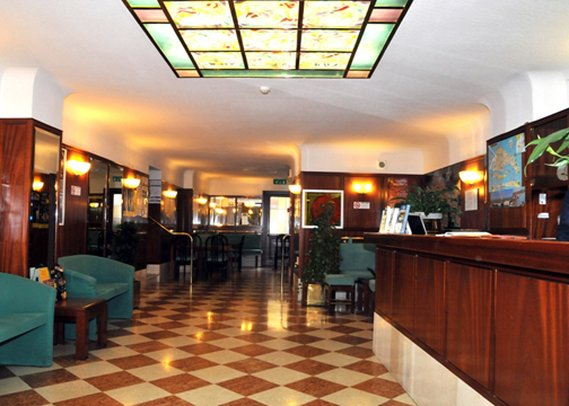 Comfort Hotel Diana Lobby