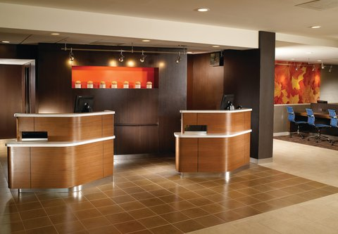 Courtyard by Marriott - Atlanta Executive Park/Emory - Welcome Pedestals