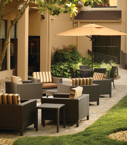 Courtyard by Marriott - Atlanta Executive Park/Emory - Outdoor Sitting Area