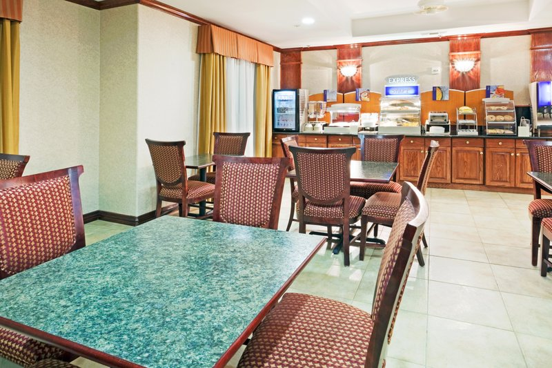 Holiday Inn Express Hotel & Suites Duncanville Gastronomie