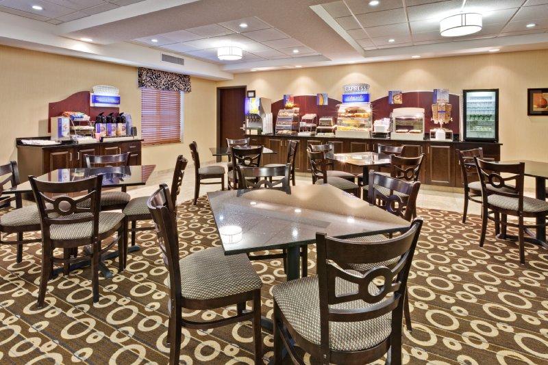 Holiday Inn Express & Suites PEKIN (PEORIA AREA) - Pekin, IL