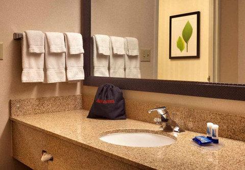 Fairfield Inn & Suites Albuquerque Airport - Guest Room Bathroom