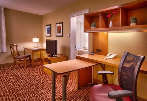 TownePlace Suites Albuquerque Airport - One-Bedroom Suite Work Area
