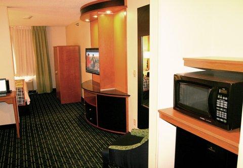 Fairfield Inn & Suites Billings - Executive King Guest Room - Living Area