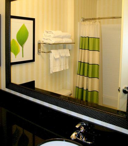 Fairfield Inn & Suites Billings - Guest Bathroom