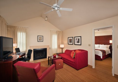 Residence Inn Annapolis - Two-Bedroom Suite - Living Area