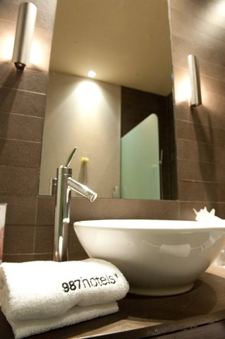987 Barcelona Hotel - Bathroom