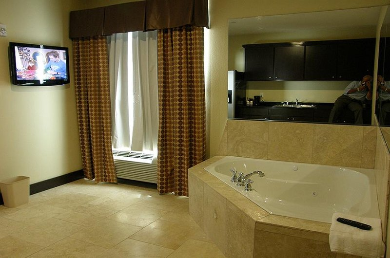 La Jagu Inn & Suites - Winnfield, LA