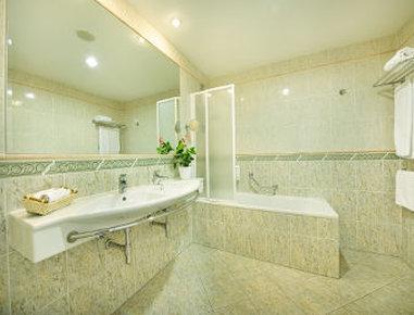 Ramada Prague City Centre - Bathroom