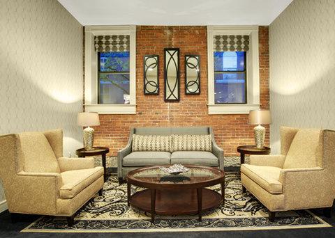 Fairfield Inn & Suites Keene Downtown - Suite Living room