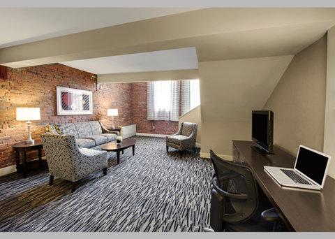 Fairfield Inn & Suites Keene Downtown - Loft Suite Living room