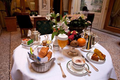 Grandhtl Majestic Gia Baglioni - Breakfast setup