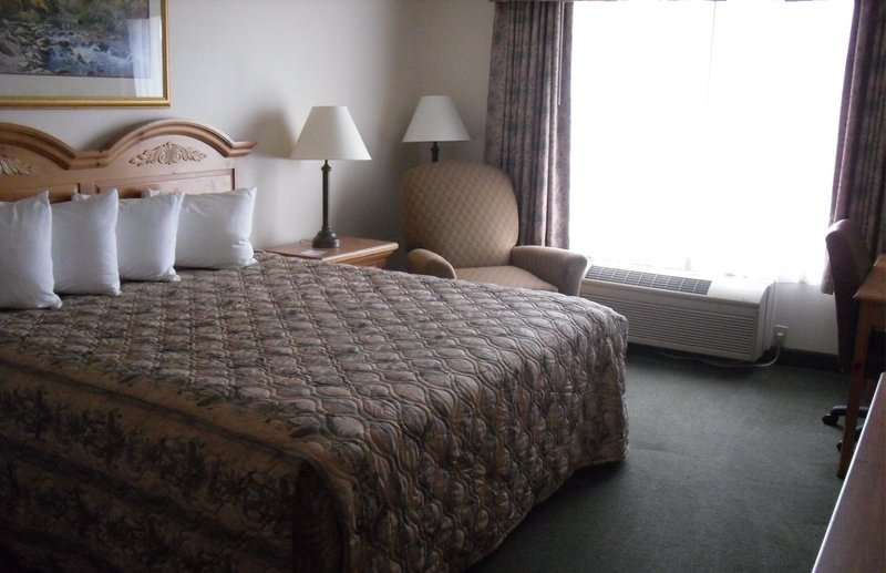 Country Inn & Suites Chippewa Falls - Chippewa Falls, WI
