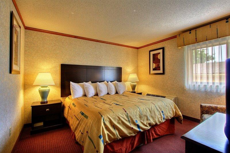 Days Inn & Suites Madison Heights MI - Madison Heights, MI