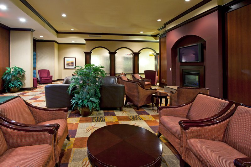 Holiday Inn Hotel & Suites Tallahassee North/I10 and US 27 前厅