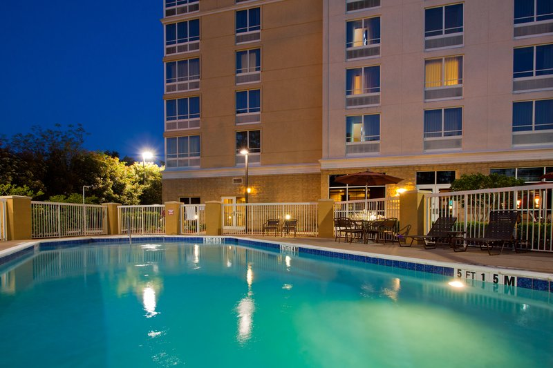 Holiday Inn Hotel & Suites Tallahassee North/I10 and US 27 游泳池视图