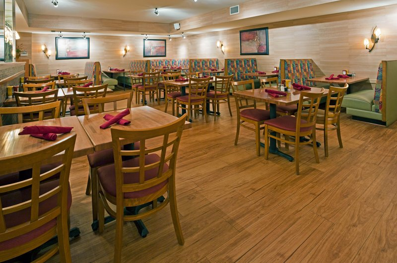 Holiday Inn Otsego-Wildwoods Waterpark Gastronomy