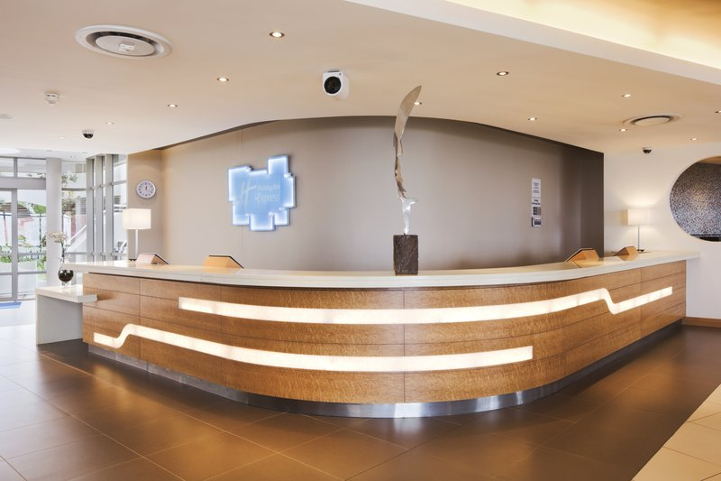 Holiday Inn Express Durban Umhlanga Lobby