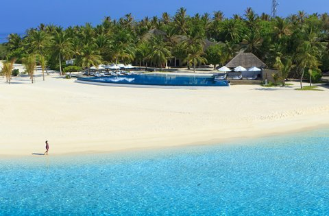 Velassaru Maldives - Gentle sands leading you to the water s edge