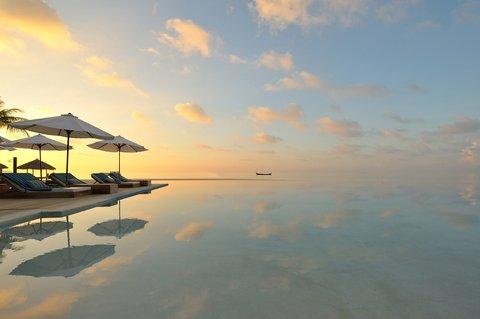 Velassaru Maldives - Days and nights of simple indulgence